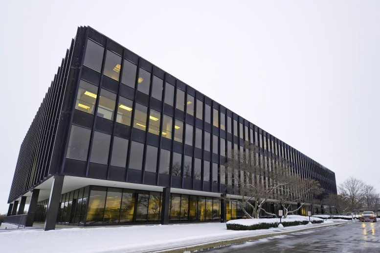 200 South Executive Drive available for companies in Brookfield