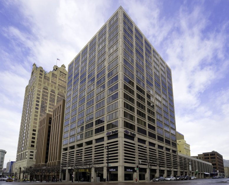 250 Plaza available for companies in Milwaukee