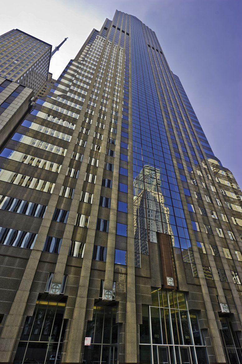 Two Prudential Plaza available for companies in Chicago Loop