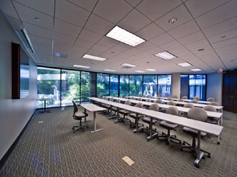 Picture of Sterling Pointe, 303 Perimeter Center N, Dunwoody Office Space available in Atlanta