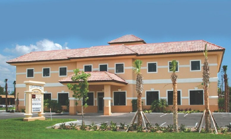 The Business & Law Building available for companies in Bonita Springs