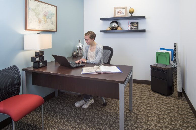 HUB Tower, 699 Walnut St, 4th Fl, Downtown Des Moines Office for Rent in Des Moines