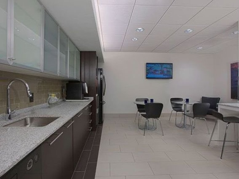 Harbor Place Tower, 111 South Calvert Street, Inner Harbor Office for Rent in Baltimore