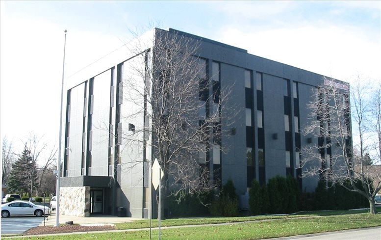 23155 Northwestern Hwy available for companies in Southfield