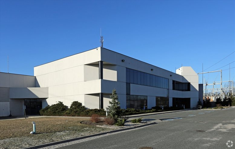 131 Hoffman Lane available for companies in Hauppauge