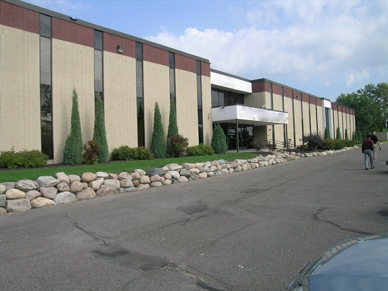2042 Wooddale Dr available for companies in Woodbury