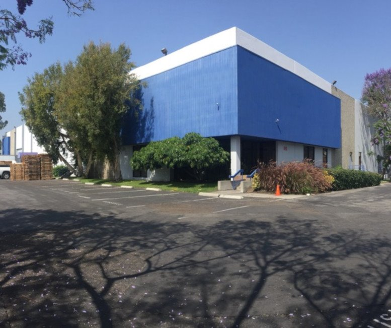 15736 Valley Blvd available for companies in West Covina