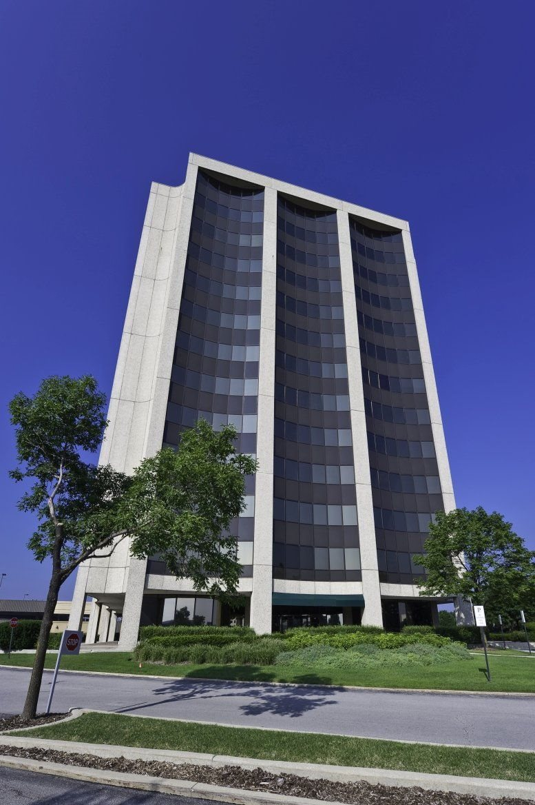 Regency Towers available for companies in Oak Brook